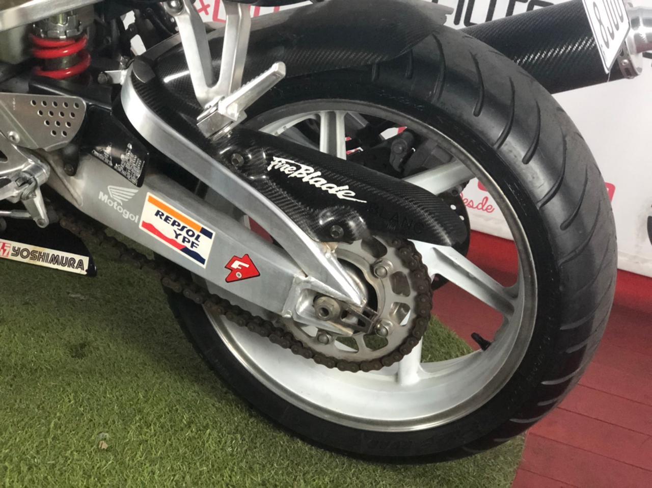 Honda - CBR 900RR FireBlade